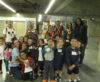 Bonde intermodal com crianças para visitar a exposição no Metrô