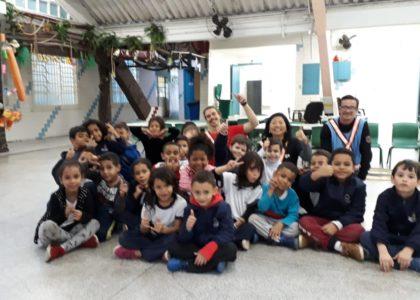 Foquinha com as crianças do EMEI  Ângelo Martino.